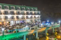 餐馆` s室外大阳台在保加利亚语的Kranevo,夜一家五星旅馆里 免版税库存图片