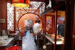 餐馆Nanluoguxiang Hutong的内部在北京 库存图片