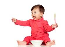 饥饿的女婴叫喊为食物 库存照片