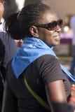 饥饿跑(罗马) -世界粮食方案-有班丹纳花绸的黑人妇女 库存照片