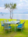 饭桌布置与海景 免版税图库摄影
