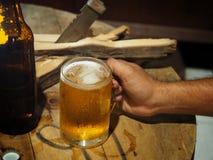 饮料啤酒在工作以后 库存照片