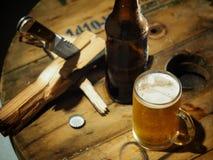 饮料啤酒在工作以后 库存图片