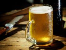 饮料啤酒在工作以后 图库摄影