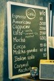 饮料在黑板的咖啡菜单 库存照片