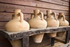 饮料存贮的古老手工制造黏土水罐 免版税图库摄影