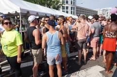 饮料帐篷的同性恋者 免版税库存照片