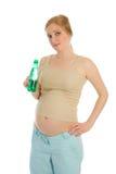 饮料怀孕的水妇女 免版税库存图片