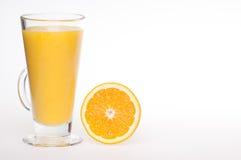 饮料新鲜的家庭汁液做橙色刷新 库存图片