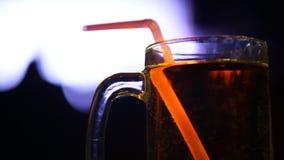 饮料特写镜头在酒吧的 股票视频