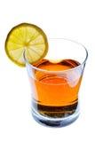 饮料玻璃柠檬当事人片式 库存图片