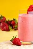 饮料草莓夏天 免版税库存照片