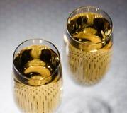 饮料 两块玻璃白葡萄酒! 免版税库存图片