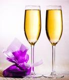 饮料 两块玻璃白葡萄酒! 图库摄影