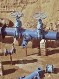 饮料水工厂 更新地下管道、阀门门和金属管子 免版税库存图片