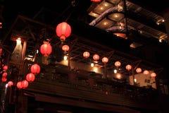 饮料jioufen晚上红色街道 免版税库存照片