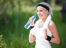 饮用水妇女 免版税库存图片