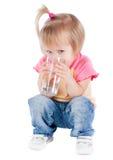 饮用的女孩水 免版税库存图片