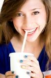 饮用的女孩碳酸钠 图库摄影