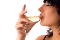 饮用的女孩酒 免版税库存照片