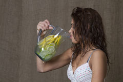 饮用的柠檬水 库存图片