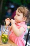 饮用的柠檬水 免版税库存照片