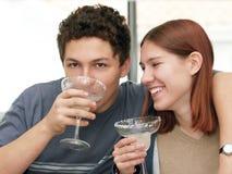 饮用的玛格丽塔酒 库存照片