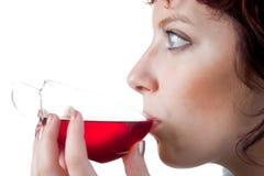 饮用的红色茶妇女 库存图片