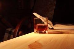 饮用的读取 免版税图库摄影