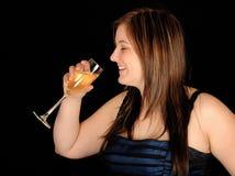 饮用的酒妇女 免版税图库摄影
