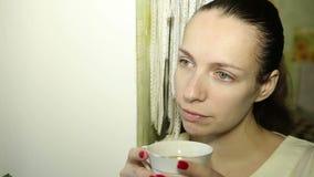饮用的frappe妇女 股票录像