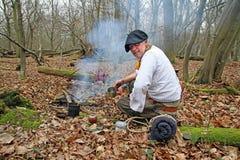 饮用的yerba伙伴在森林 免版税库存图片