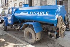 饮用水哈瓦那卡车  免版税图库摄影