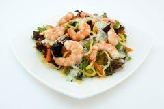 饮食健康面条大虾沙拉启动程序 库存图片