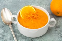 饮食南瓜,红萝卜汤纯汁浓汤用桔子 图库摄影