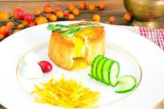 饮食和健康吃:早餐用鸡蛋 免版税图库摄影