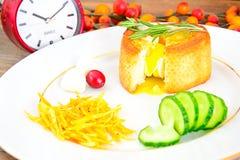 饮食和健康吃:早餐用鸡蛋 免版税库存图片