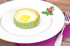饮食早餐:炒蛋用夏南瓜 库存照片