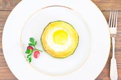 饮食早餐:炒蛋用夏南瓜 图库摄影