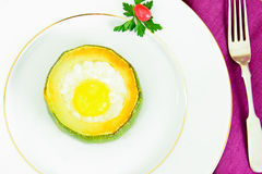 饮食早餐:炒蛋用夏南瓜 免版税库存照片