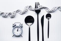 饮食概念、黑叉子和测量的磁带 图库摄影