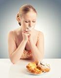 饮食概念。 妇女嘴密封与输送管磁带用小圆面包 免版税库存图片