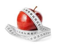 饮食概念测量的磁带和苹果计算机 库存照片