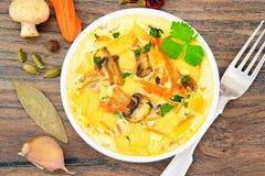 饮食炒蛋用红萝卜和蘑菇 库存照片