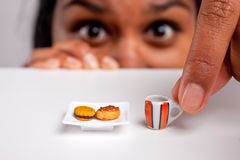 饮食的印地安女孩 免版税图库摄影