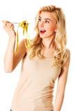 饮食的妇女与在叉子的措施磁带 免版税库存图片