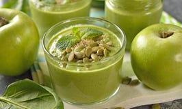 饮食绿色圆滑的人 免版税库存图片
