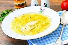 饮食鸡汤汤用荷兰芹 图库摄影