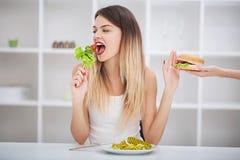 饮食 健康吃,节食,减肥和斟酌损失概念 免版税库存照片