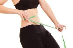 饮食 减肥有措施卷尺腰部的适合的女孩 库存照片